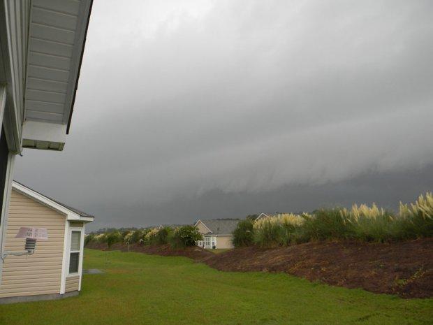 Shelf cloud approaching